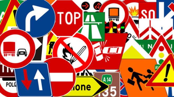 immagine di cartelli stradali