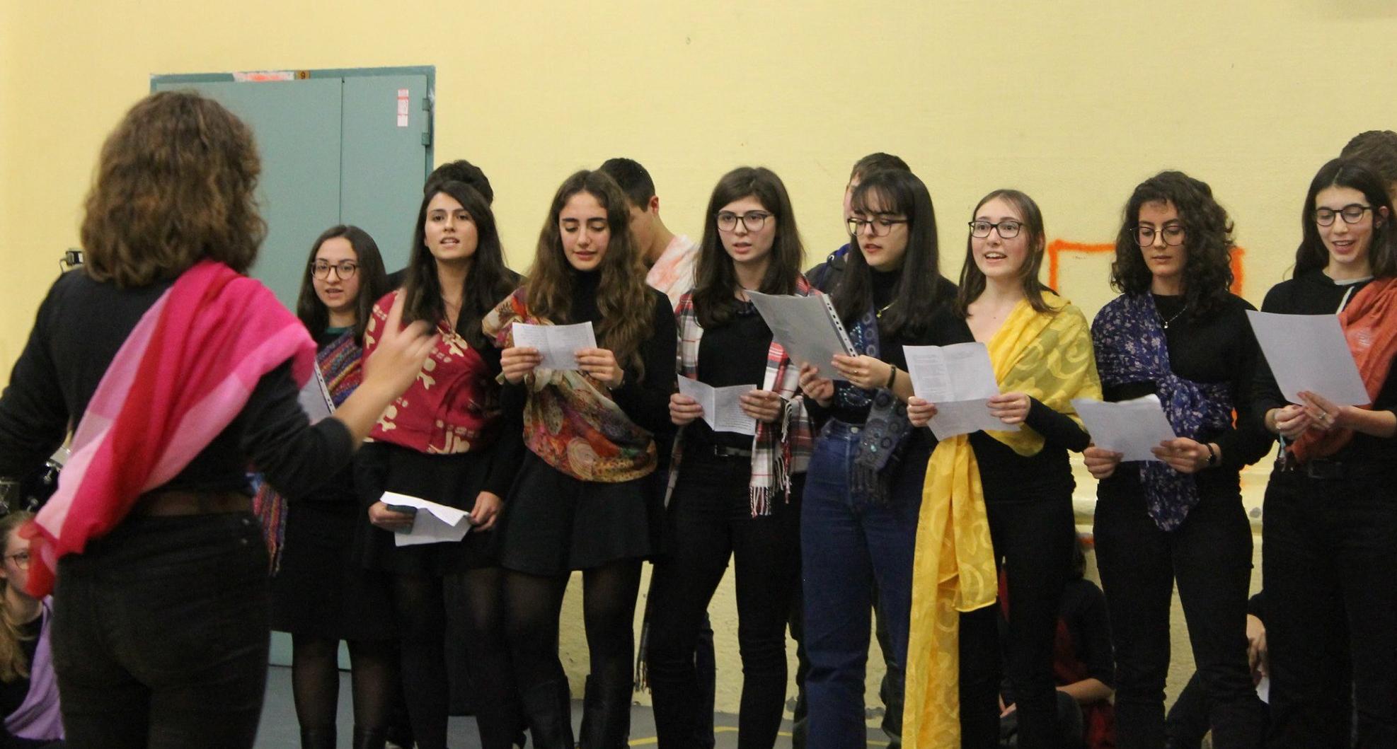 foto di coro allieve del Berchet